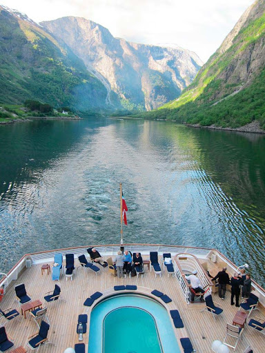 norway-fjords-on-seadream.jpg - What's it like to sail through Norway's fjords on a SeaDream cruise? Like this.