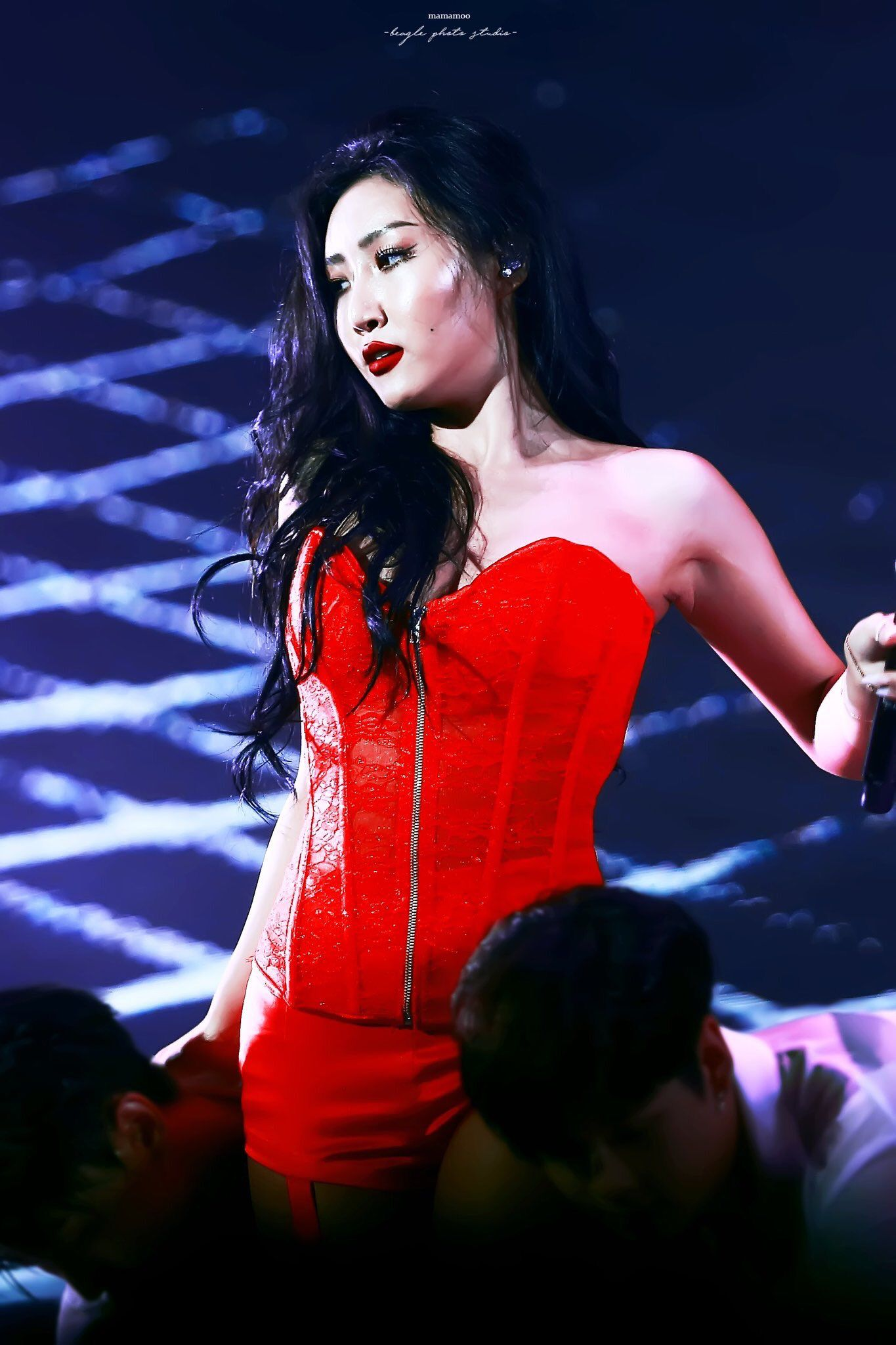 hwasa red outfit 2018 mama 4