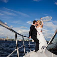 Wedding photographer Anatoliy Shishkin (AnatoliySh). Photo of 23.12.2015