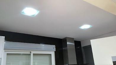 Photo: lacado de pared de cocina con esmalte laca negro brillante