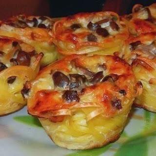 Nests With Creamy Mushroom Filling