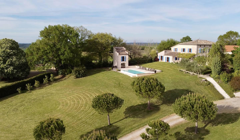 Maison avec piscine et jardin Cahuzac-sur-Vère