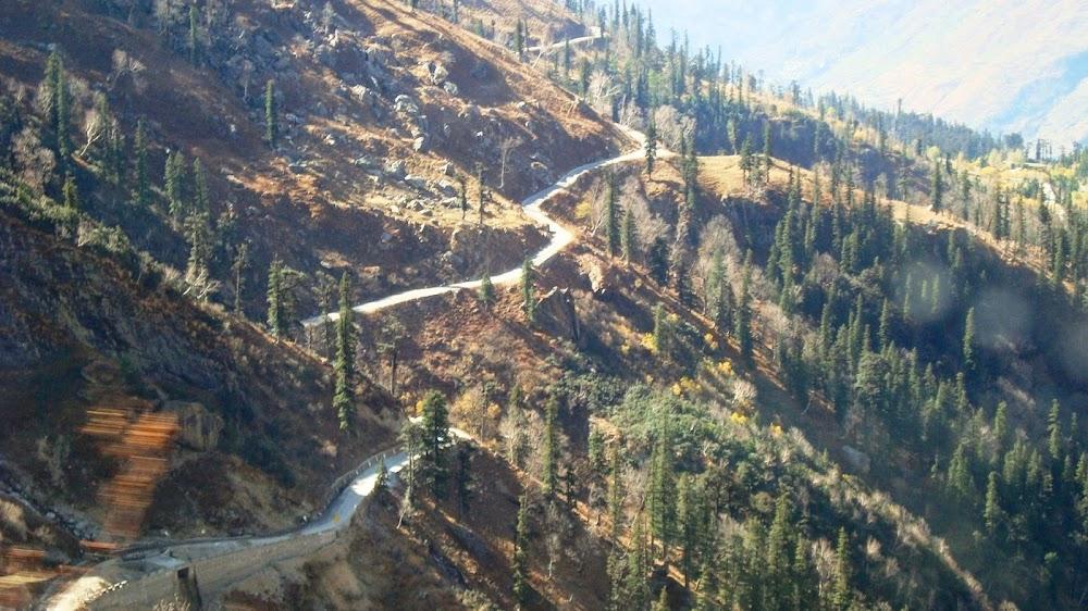 things-to-do-in-kullu-manali-Drive_Through_The_Rohtang_Pass
