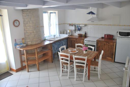 Cocina y comedor - Casa rural de alquiler para 3 personas en Surgeres cerca de La Rochelle costa atlantica de Francia