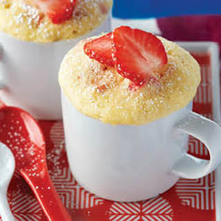 Lemon-strawberry Mug Cake.