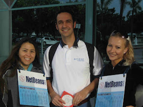 Photo: Tom Watson with NetBeans girls - EclipseCon 2006