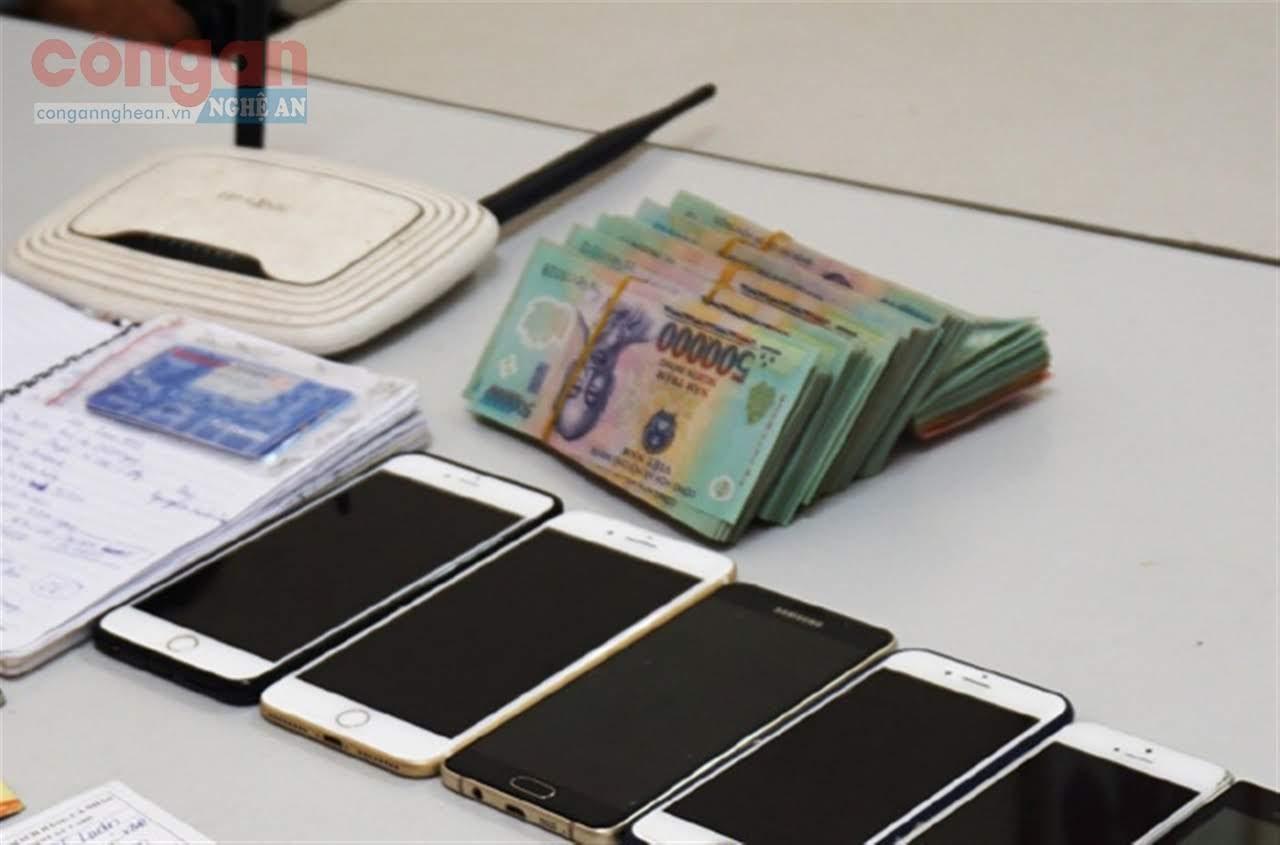 Tang vật thu được của một vụ lừa đảo chiếm đoạt tài sản qua mạng
