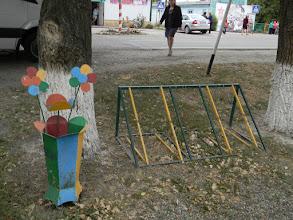 Photo: в центре села стоят и велопарковка, и такие необычно красивые урны