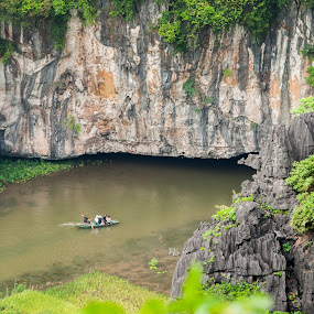 tourist transport by Sorin Tanase - Transportation Boats ( water, hills, green, vietnam, boat, river )