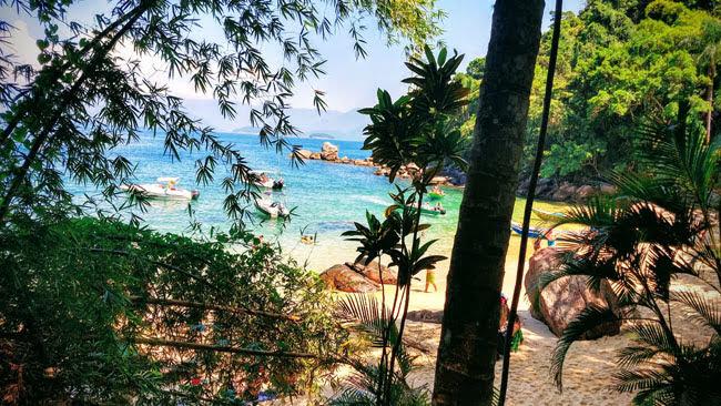 Praia Menor na Ilha das Couves em Ubatuba