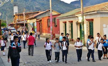 Photo: Schulschluss in Apaneca