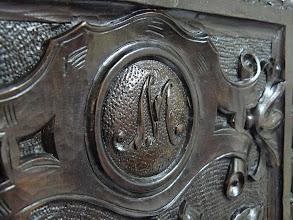 Photo: Museo - Armario - Detalle: Iniciales M