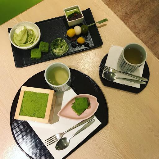 . 💚宇治抹茶提拉米蘇 $230 💚抹茶甜品盛合 $250 眾多抹茶甜品😍 很正宗的抹茶,吃起來帶有甘苦的味道~喜歡他們的茶,清爽解膩👍🏻👍🏻 . 聽說他們家的鹹食也很推,有機會再來品嚐