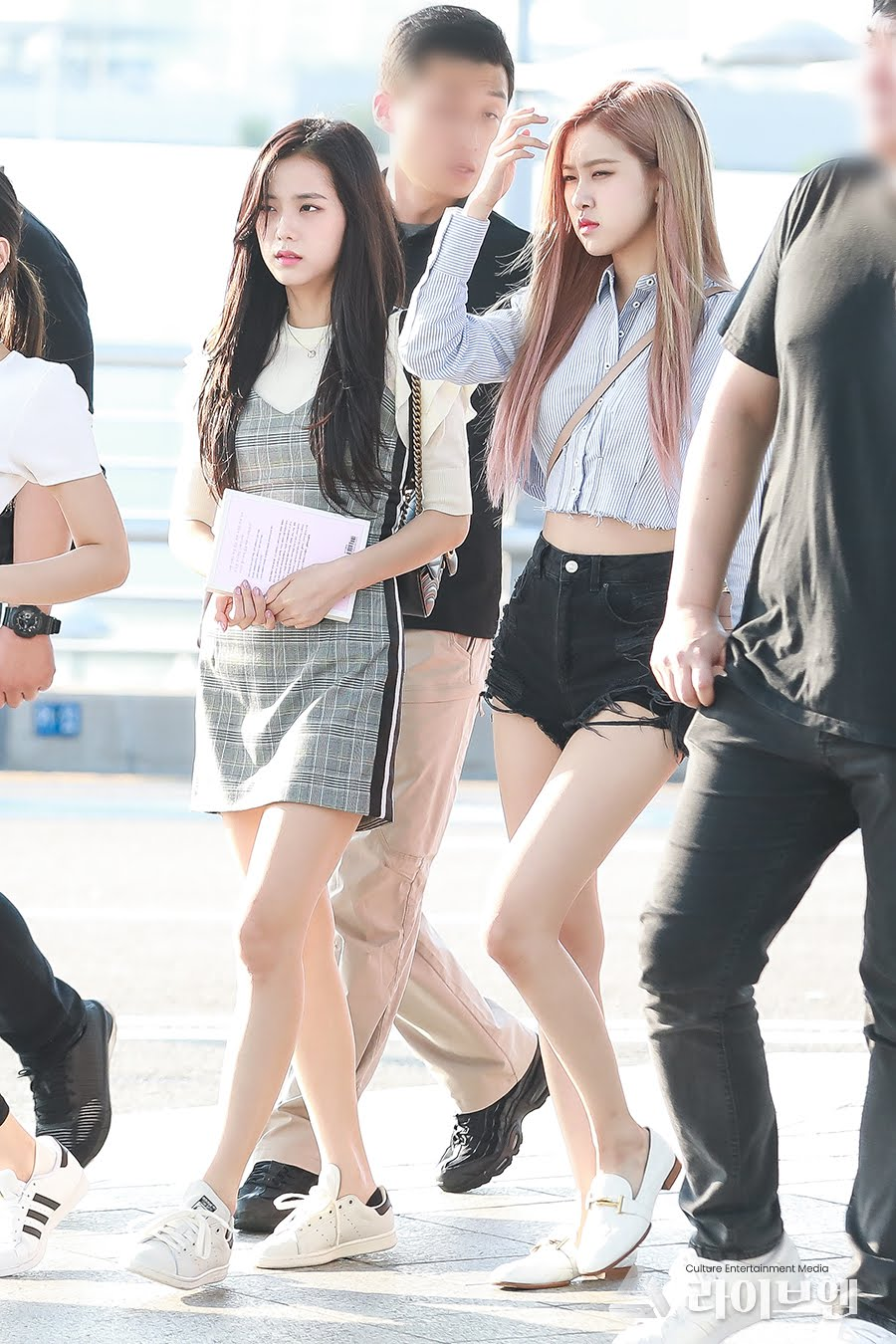 blackpink manager airport 1
