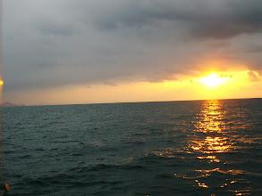 Photo: おーっ! 太陽が昇ってきた! ガンバルゾー!