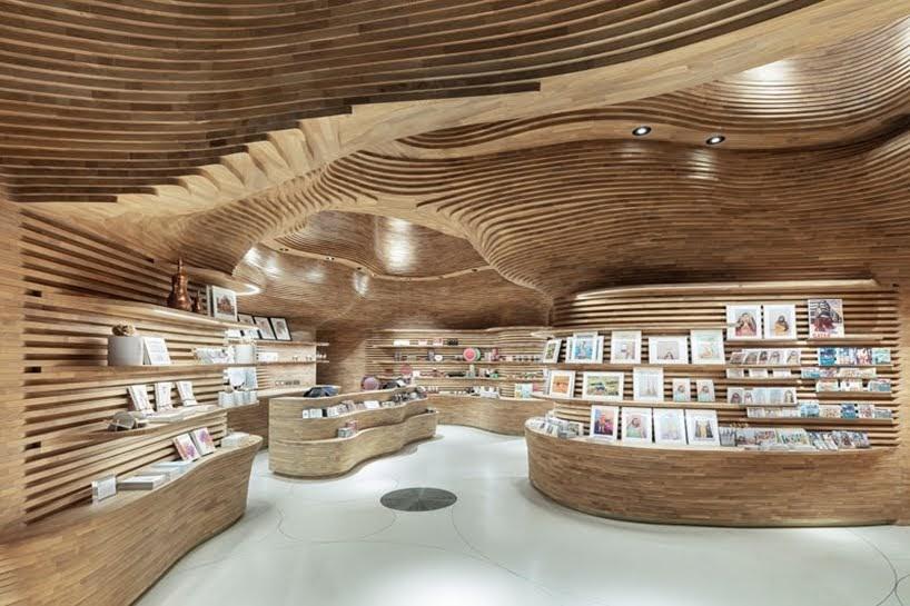 40,000 piezas de madera se usaron para crear la tienda de regalos en el Museo Nacional de Qatar