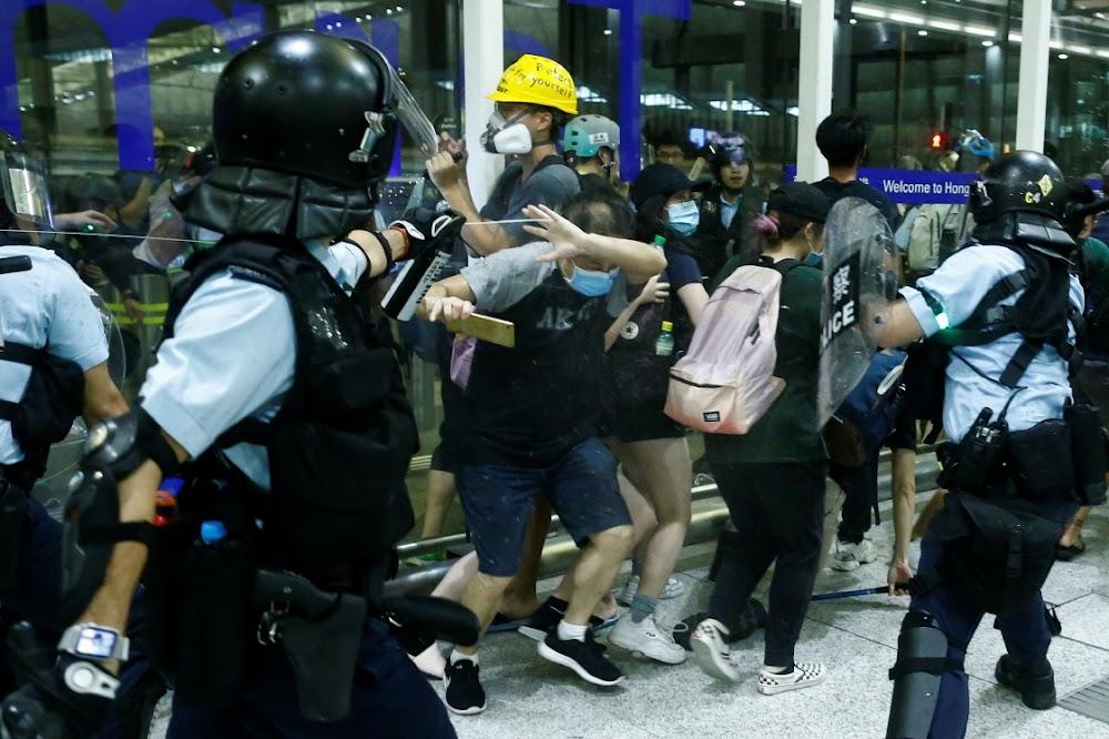 China noem Hong Kong-betogers terroriste te midde van 'paniek en chaos'
