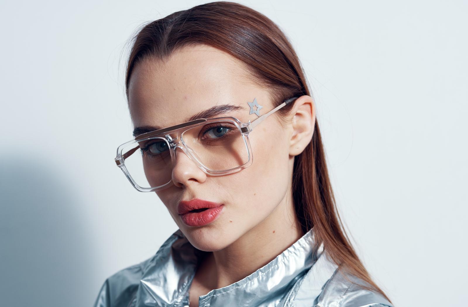 girl wearing modern transparent frames
