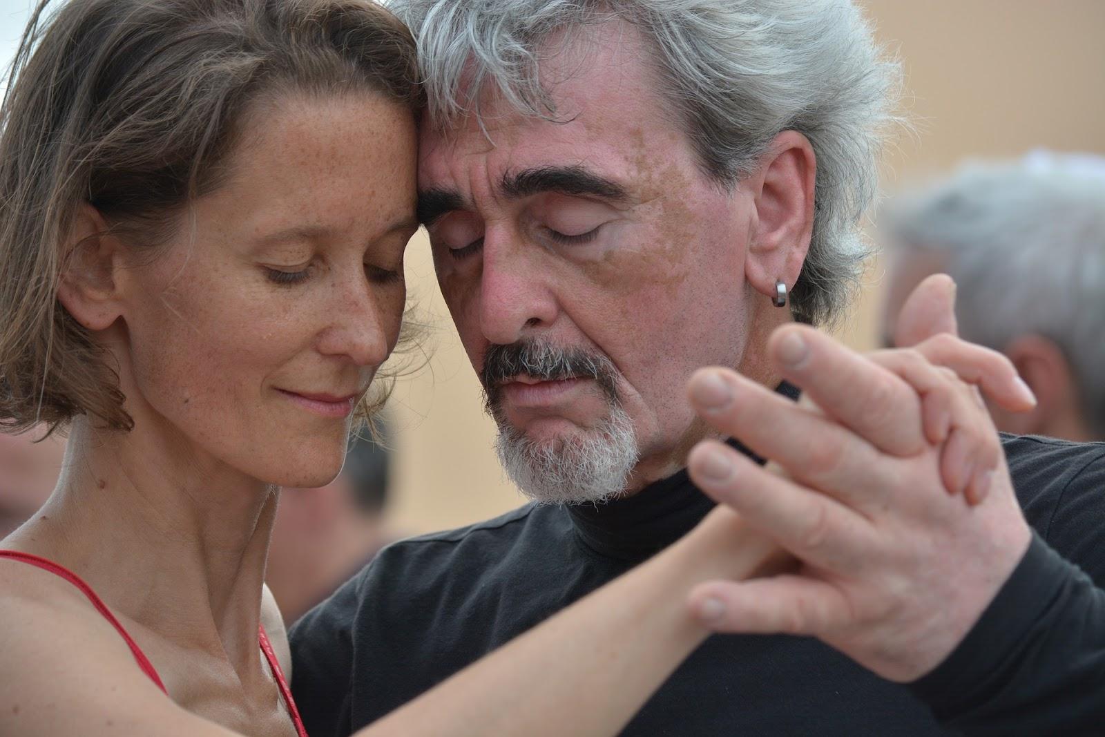 couple dancing togethe