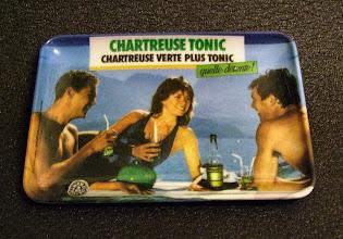 Photo: Une bucolique scénette sur ce vide-poche qui, au passage, rappelle la recette du chartreuse tonic. Quelle détente ! (merci à Rodolphe)