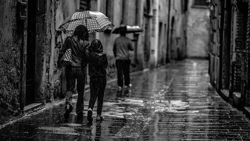 Scende la pioggia, ma che fa di utente cancellato