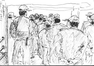 Photo: 上班點名2011.01.07鋼筆 監獄對收容人以軍事化管理,就連對我們這些第一線工作人員也不例外,一早大家就得排排站,接受長官們的訓話…