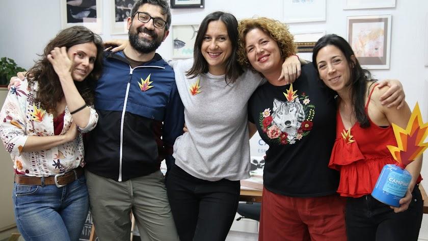 Foto de familia de los componentes de Espacio Campingás: María José Moreno, Simone Spellucci, Ámina Pallarés, Nagore Adrados y Laura Ardila.
