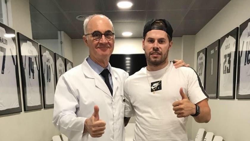 El doctor Ripoll con Mandi.