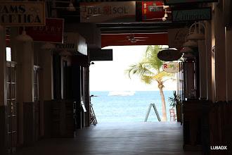 Photo: Galeria en Kralendijk, Bonaire con salida al mar