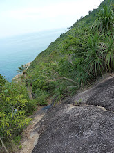 Photo: Ko Phangan - trek from Haad Khom to Haad Khuat, narow trail on steep side of mountain, on the right side you have rock, on the left side you have deepness where you don't want to fall, so be careful