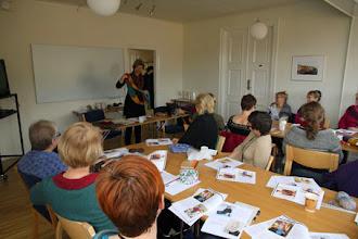 Photo: Cornelia Hamilton berättade på en av sina workshop hur man kan utveckla ett stickmönster.