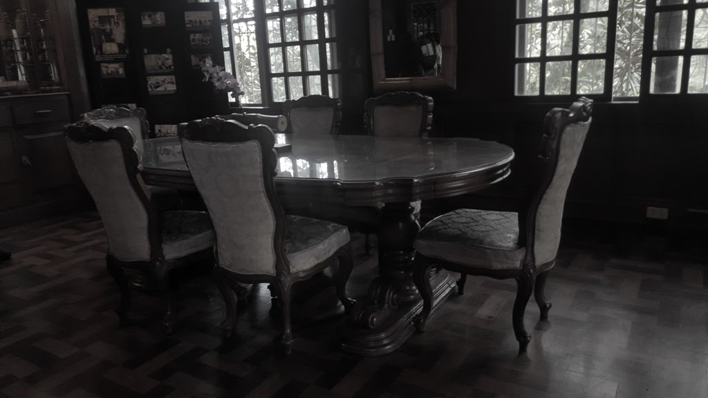 LAPERAL MANSION DINING AREA