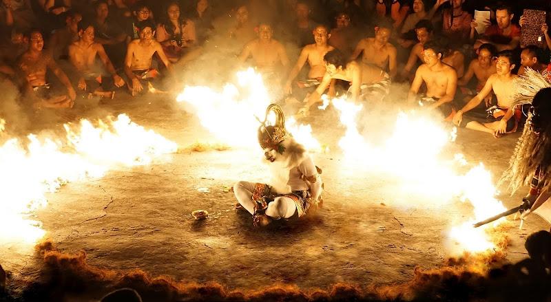 Danza Kecac - Uluwatu di Magendie