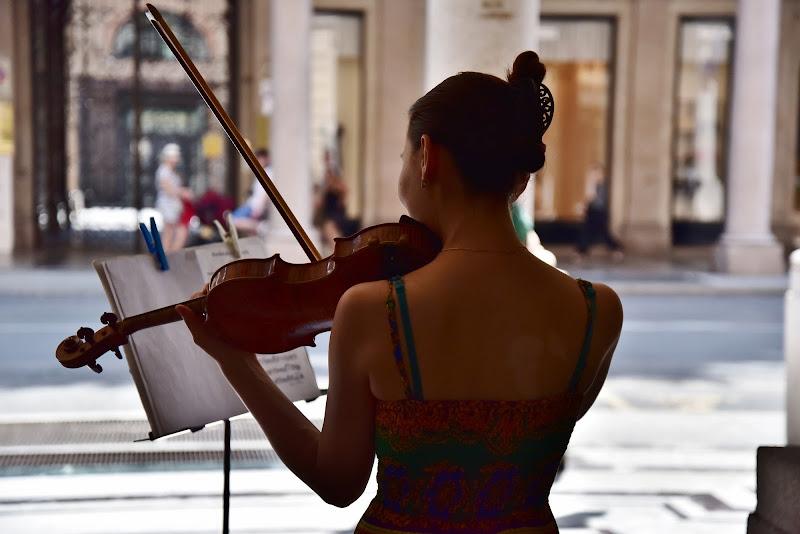 La strada racconta ... le note di un violino di Ilaria Bertini