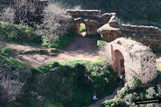 Photo: 5: La Puerta del Cristo o Puerta de los Molinos, con arco de herradura, totalmente árabe.
