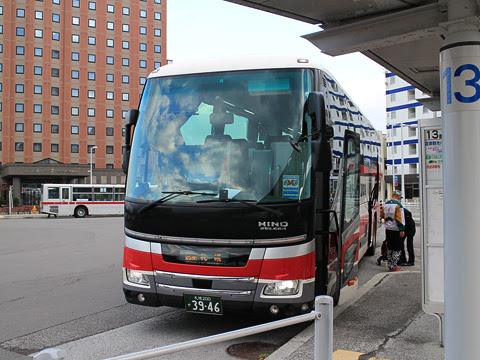 道南バス「高速はこだて号」 3946 函館駅前ターミナル改札中