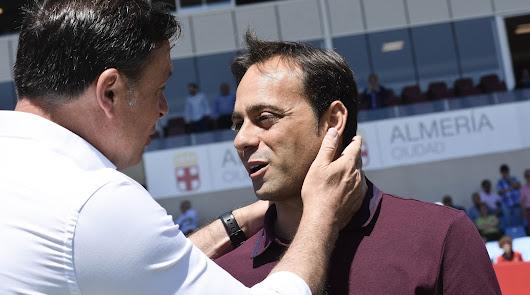 Fran Fernández saludando a Cristóbal Parralo.