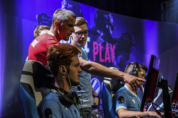 Bravado Gaming prepare in the first ESL African Championships for CS:GO. Two teams from north Africa were at the Ticketpro Dome in Johannesburg to compete in the tournament.
