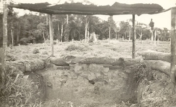 Photo: Dez 1968 - Trincheira de um dos obúses 8,8 (havia dois) - Mata do Maiombe - Chimbete - Cabinda - Angola