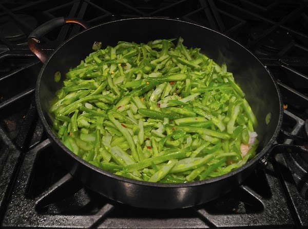 Use a 10-12 inch skillet.Place teaspoon of oil in skillet and heat on medium...