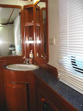 """Photo: #008-La salle de bains de la cabine """"Phi Phi"""" du Mermaid 1"""