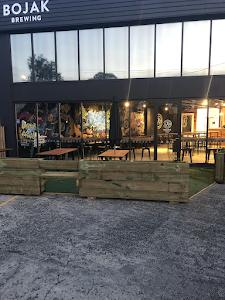 Restaurante - BoJaK Brewing