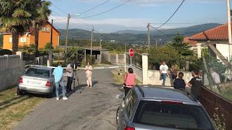 Vista de la zona precintada por el triple crimen cometido en la parroquia de Cordeiro de Valga (Pontevedra). / Sxenick (EFE)