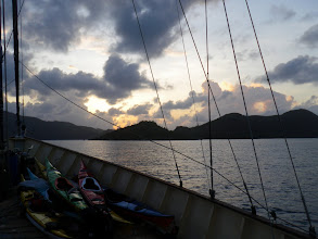 Photo: Kveld i bukten ml Praslin og Curieuse