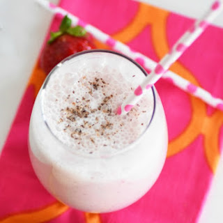 Easy Strawberry Banana Shake & My Breakfast Routine.