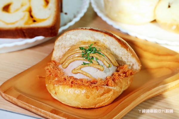 新竹母親節蛋糕,出爐就被秒殺的熱芋泥肉鬆刈包、爆蒜乳酪湯瑪士!竹北母親節蛋糕推薦思源麵包!