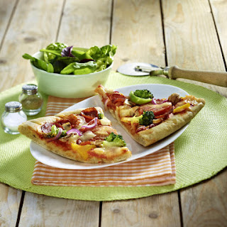 Turkey Salami Pizza with Salad
