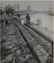 """Photo: 1919 Jaagpad langs De Mark met op de achtergrond het café """"Aan het Trekpad"""" Emer 41 (later Markkade)."""