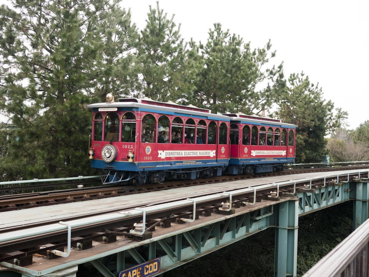 https://upload.wikimedia.org/wikipedia/commons/1/18/DisneySea_Electric_Railway.jpg