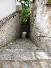 Photo: L'un des escaliers pour grimper au centre ville de Château-Landon (77)
